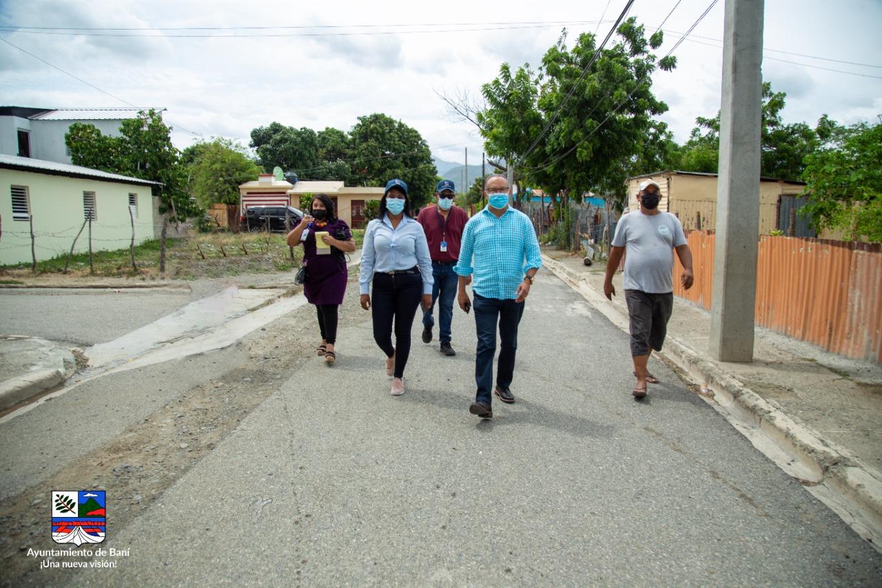 ALCALDE SANTO RAMÍREZ JUNTO A VICEALCALDESA SUPERVISAN REPARACIONES DE VIVIENDAS.
