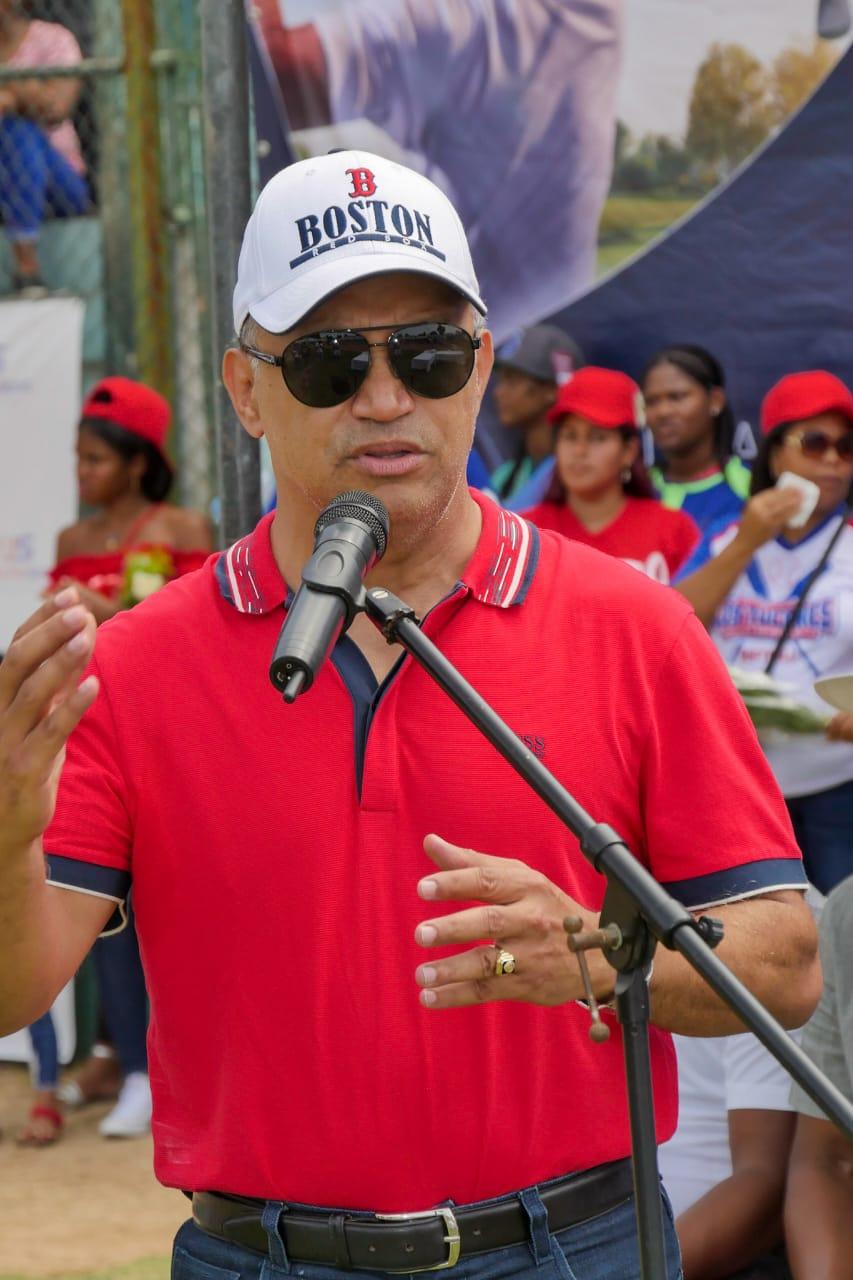 ALCALDE SANTO RAMÍREZ RESPALDA 2DA EDICIÓN TORNEO CLÁSICO SOTFBALL ABIERTO.